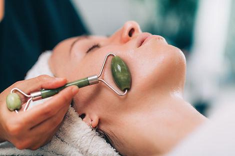 Canva - Guasha Face Lymph Drain Massage