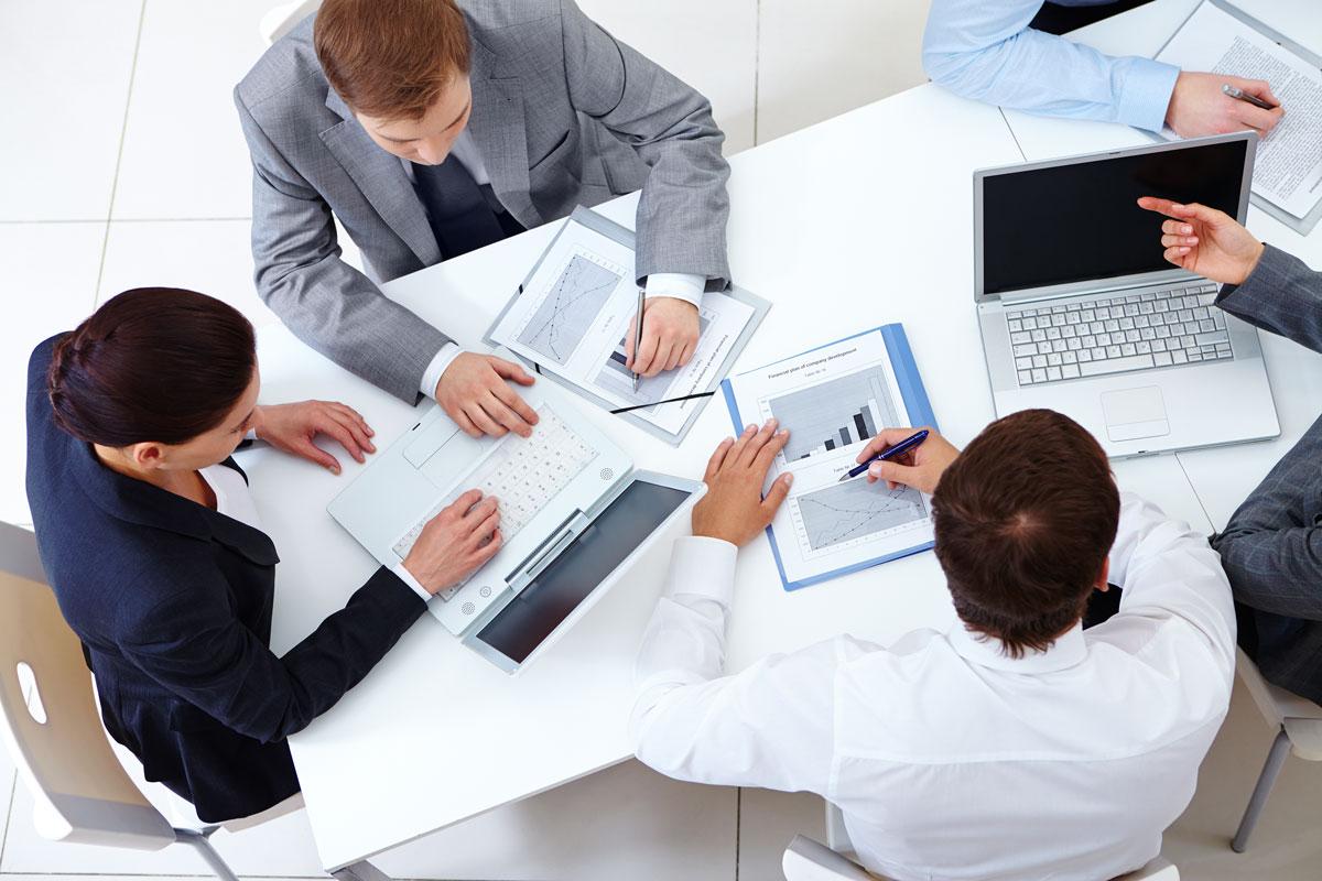 Programadores en reunión