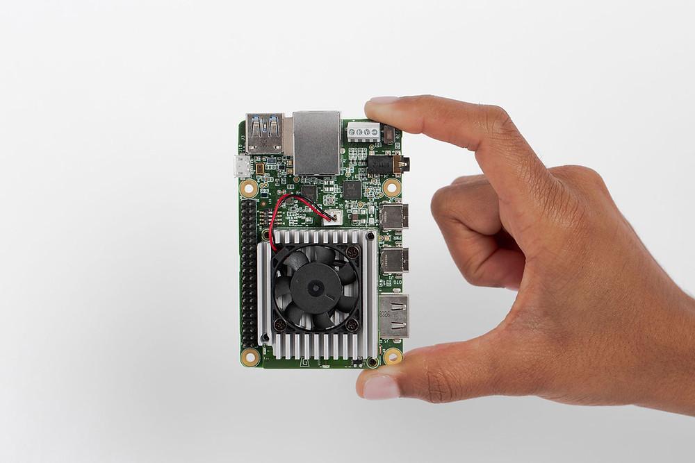 Aquí podemos apreciar las dimensiones de la placa Google Coral