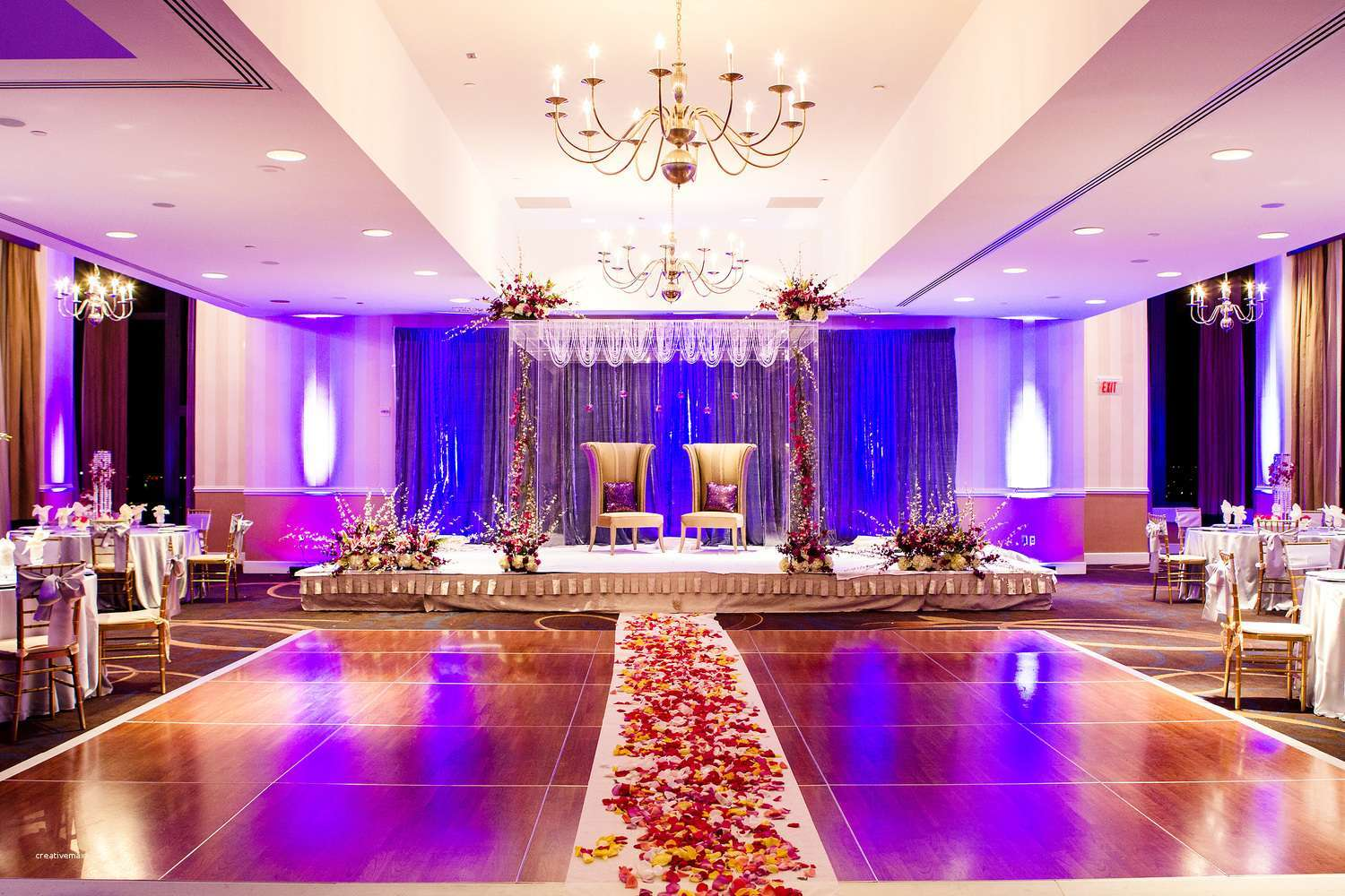 american-wedding-stage-decoration-luxury