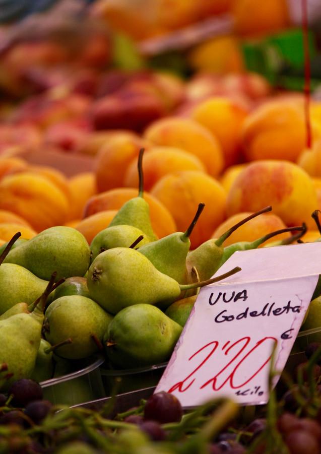 Pears at the market, Valencia, Spain