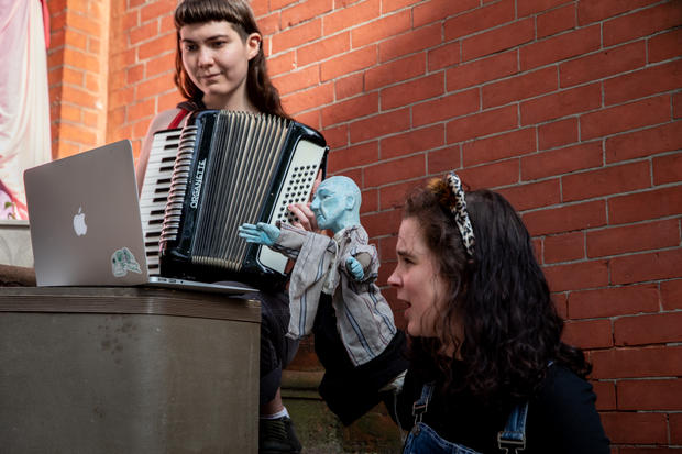 The Misfit Puppet Troupe: Live from the Stoop!