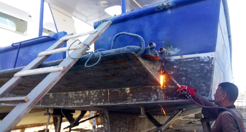 As the sanding carries on, the welders start to cut the back dive platform off, dive deck and back of the boat