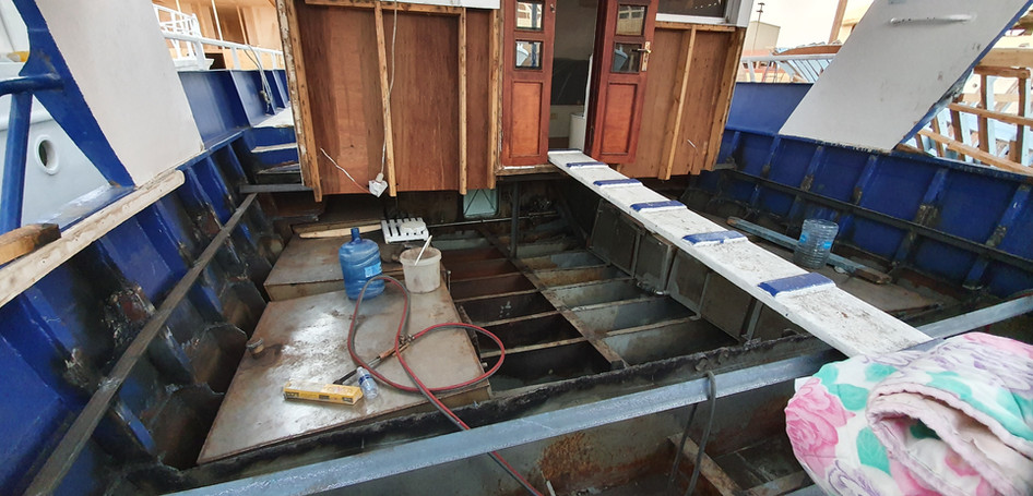 steel suports now going in to rase the dive deck, you can see the large stanless steel fresh water tanks.