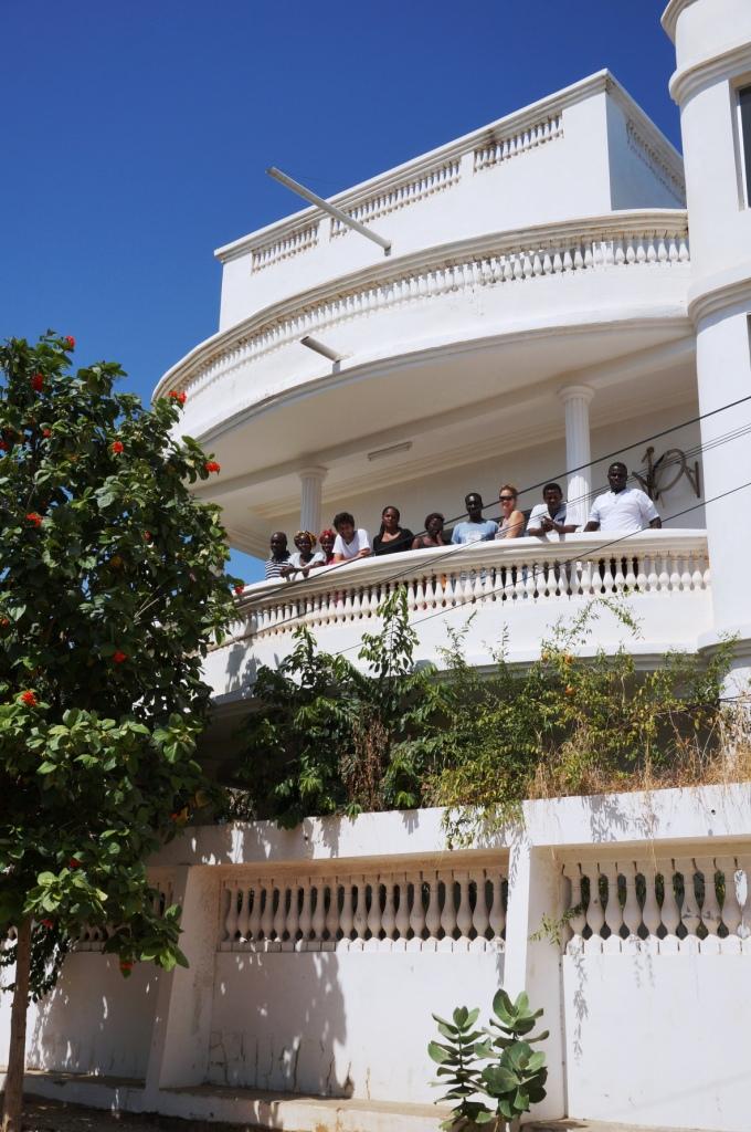 Equipe coeur Boumak au balcon.JPG