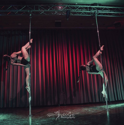 Pole for Charity - Susi und Steph