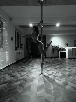 Susi Pole Dance