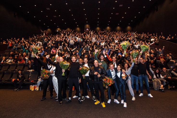 On the 12th of november we organized the biggest premiere ever in Utrecht. Where gabbers took over the Kinepolis cinema and shined with their gabber-chique outfit on the black carpet.