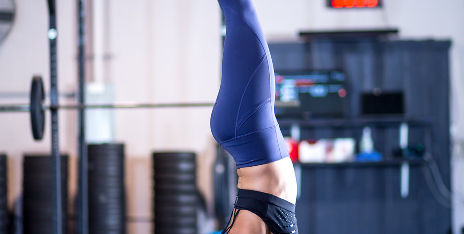Jessica Lee Handstand
