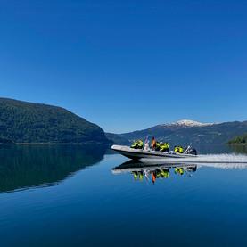 RIB båt på Nordfjorden - Olden Adventure