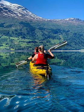 Kajakkpadling på Nordfjorden - Olden Adventure