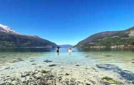Bading i Avleinsvika i Nordfjord - Olden Adventure