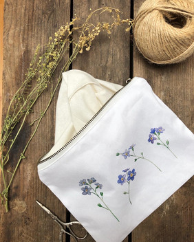 Forget-me-not pouch