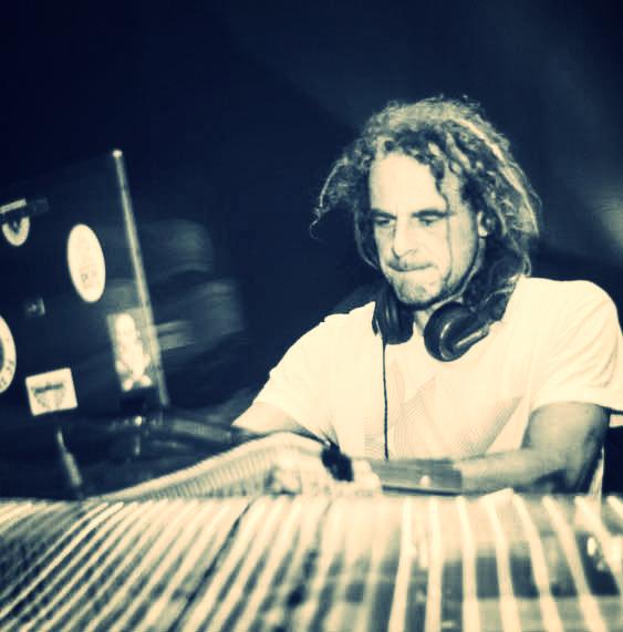 DJ Select A Tom