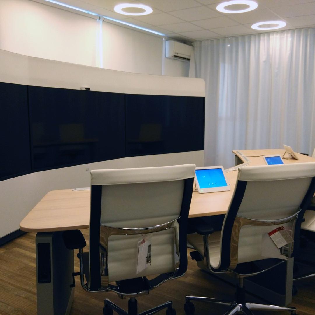 Salle de visioconférence immersive, quartier des affaires, Paris. Cisco, Polycom, Lifesize ou applications Skype, Teams, Zoom visitez tout notre panel de compétences en visioconférence