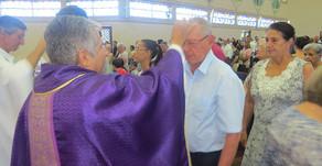 Católicos iniciam Quaresma com celebração de Cinzas