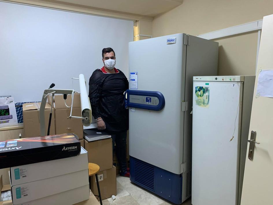 Laboratuvar Cihazı Taşıma.jpg