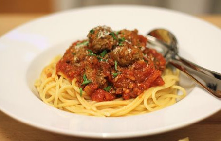15-Minute Spaghetti & Meatball Recipe (serves 4)