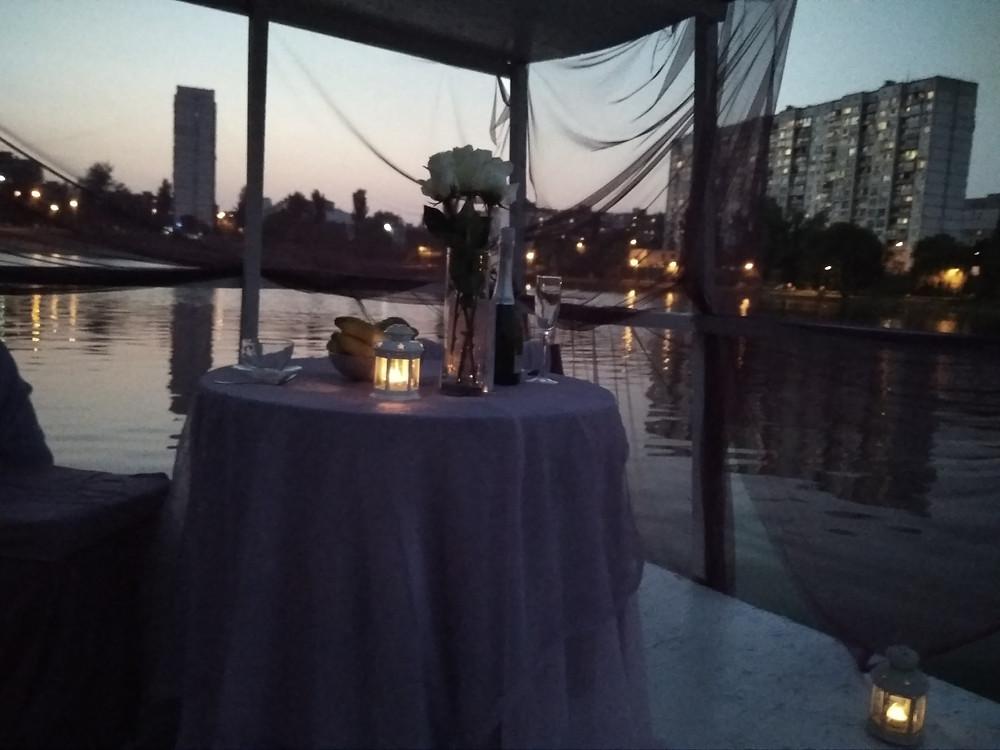Альтечо, Романтический ужин на плоту посреди озера 13