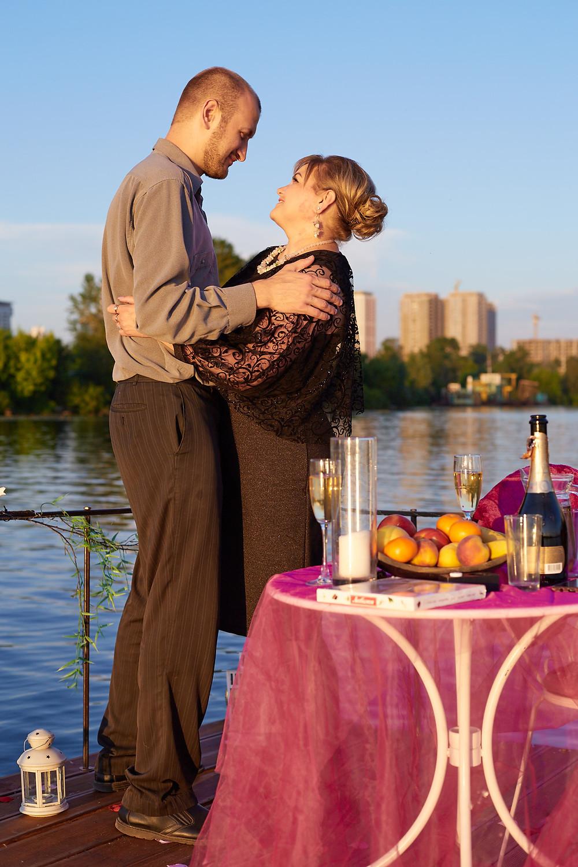Романтический ужин на плоту