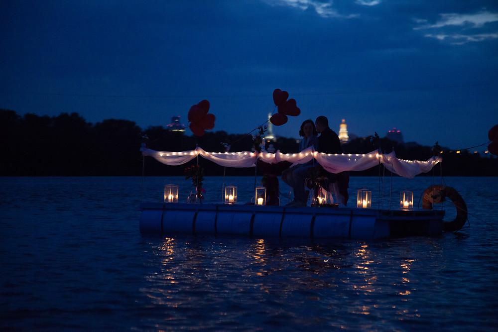 Романтический ужин на плоту посреди залива, Киев, Альтечо