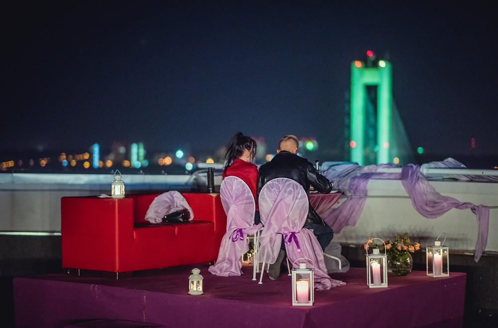 Свидание на крыше, романтический ужин