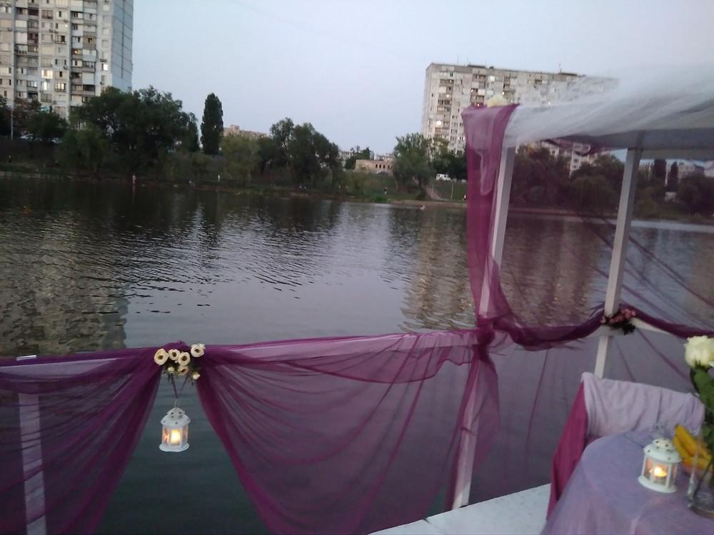 Альтечо, Романтический ужин на плоту посреди озера 8