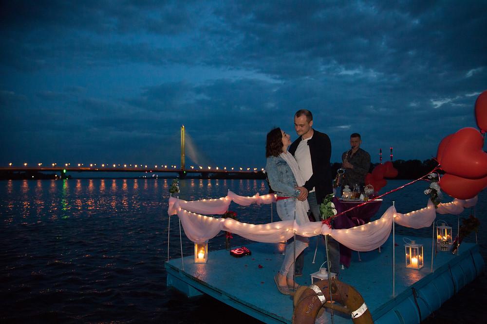 Романтический ужин на плоту посреди залива, Киев, сервис романтики Альтечо