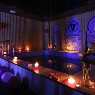 Альтечо, Романтический ужин в бассейне (