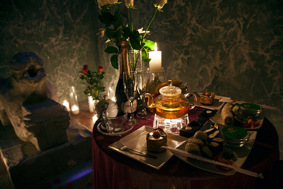 Romantic dinner in the dungeon from the romance service Altecho