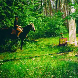 в Лесу с прогулкой на лошадях.jpg