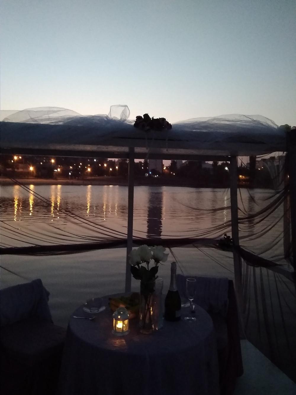 Альтечо, Романтический ужин на плоту посреди озера 12