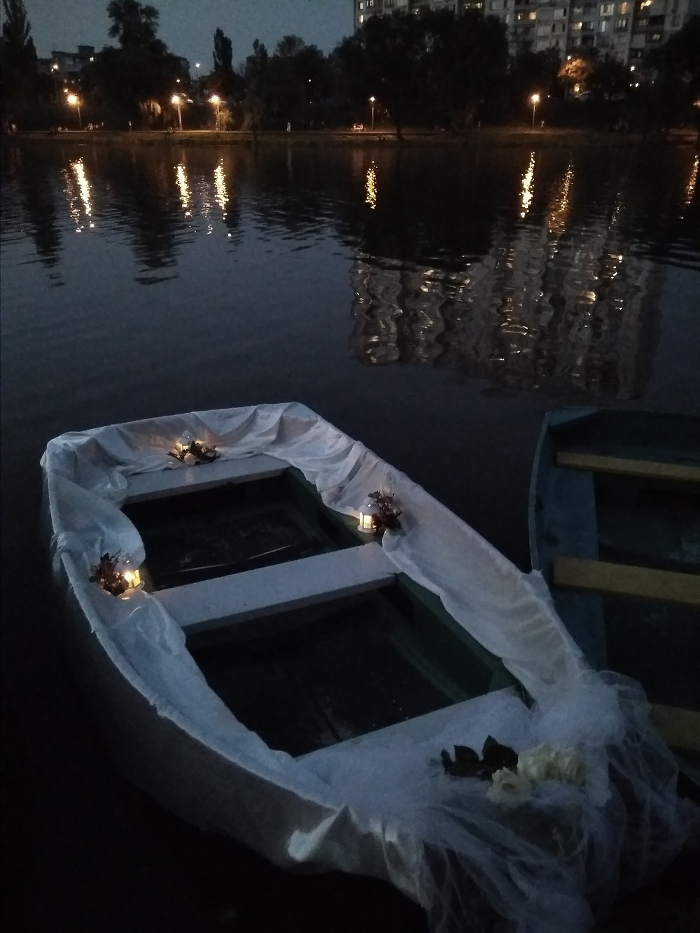 Альтечо, Романтический ужин на плоту посреди озера 10