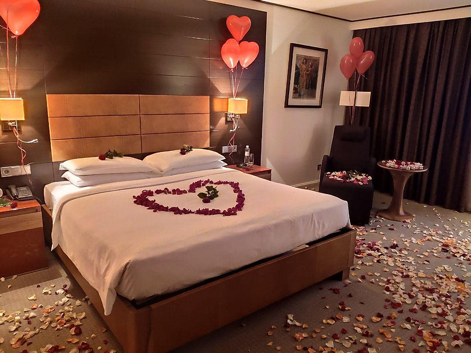 Romance in the hotel room from Altecho