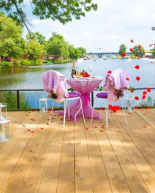 Свидание и романтический ужин на пляже в Киеве