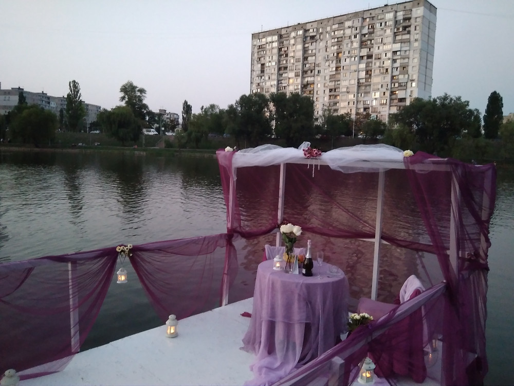 Альтечо, Романтический ужин на плоту посреди озера 7
