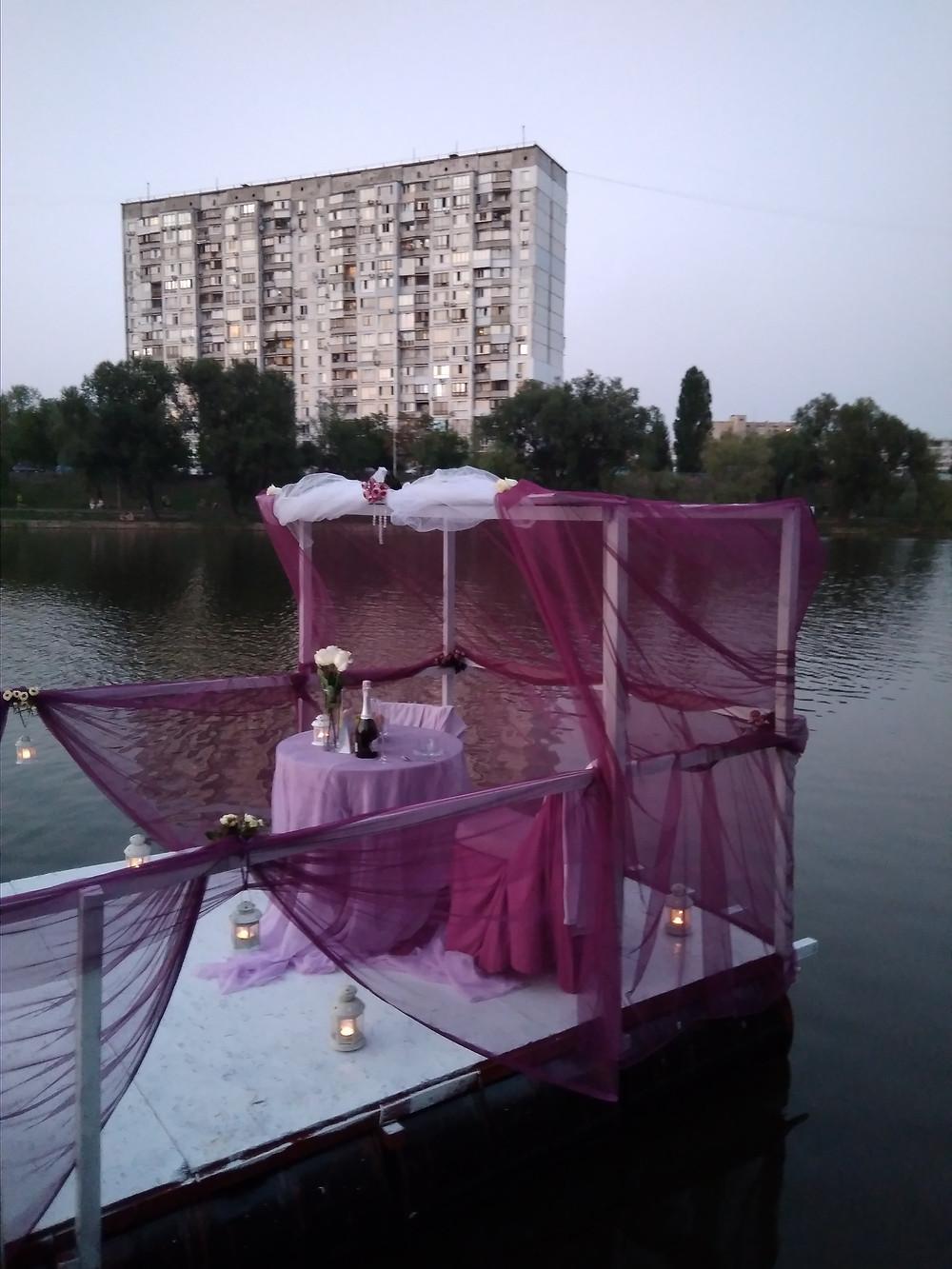 Альтечо, Романтический ужин на плоту посреди озера 9