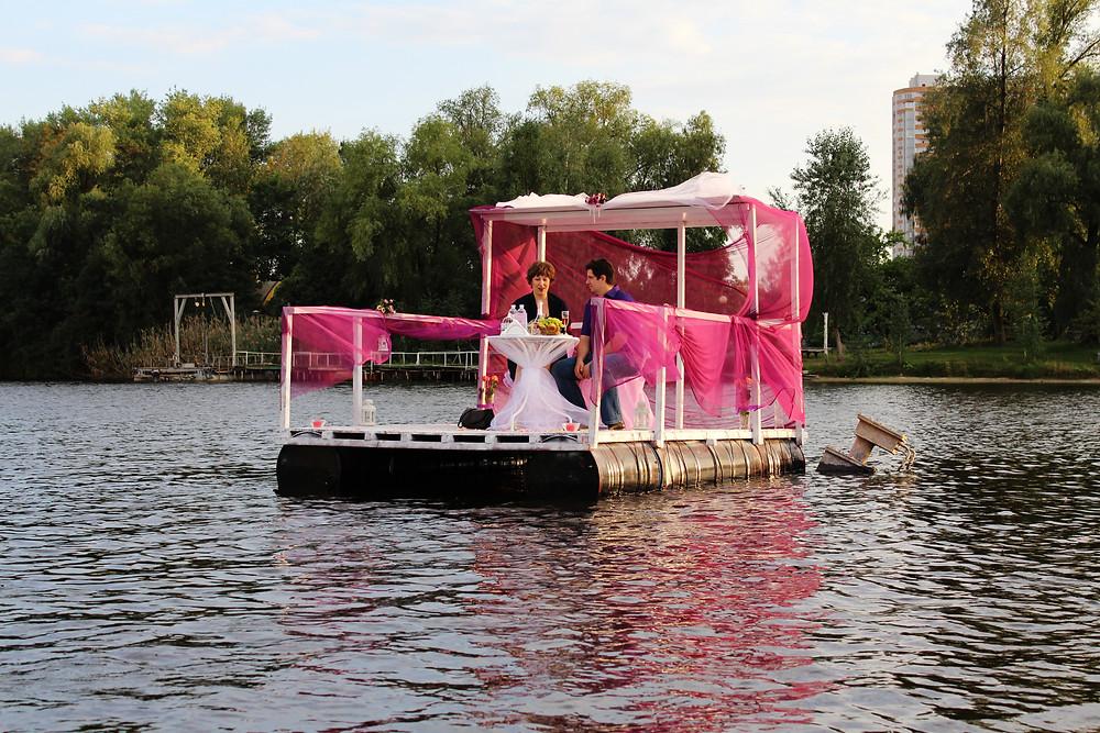 Романтический ужин на плоту посреди озера, Киев, Альтечо