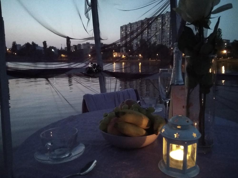 Альтечо, Романтический ужин на плоту посреди озера 14