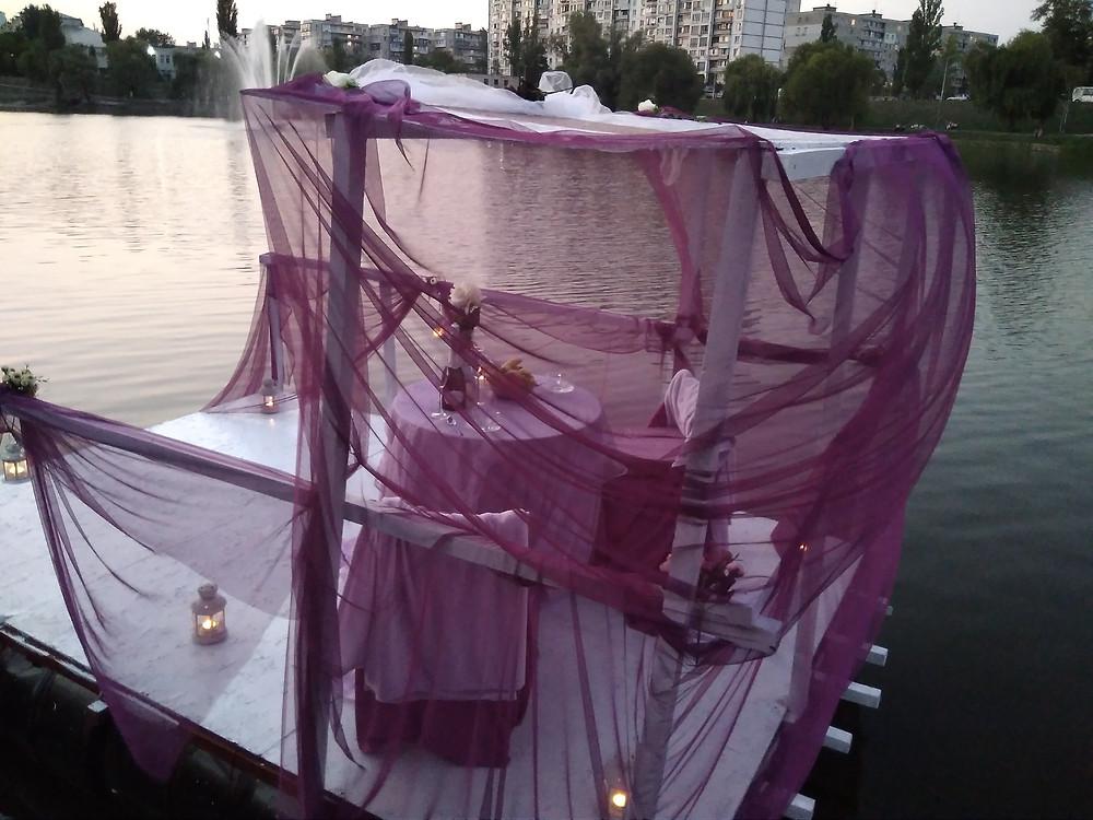 Альтечо, Романтический ужин на плоту посреди озера