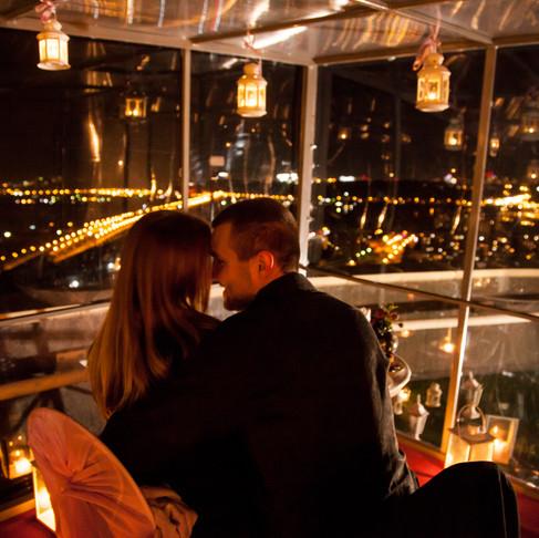 Новогодняя ночь на крыше. Киев в салютах! Только для двоих! (У нас тепло!)
