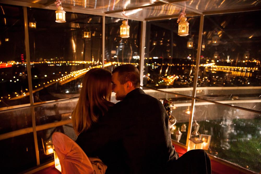 Ресторан для двоих на крыше