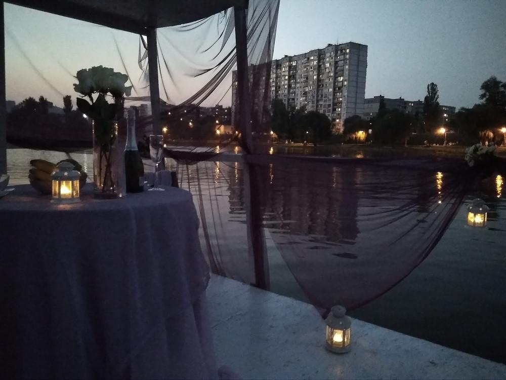 Альтечо, Романтический ужин на плоту посреди озера 11