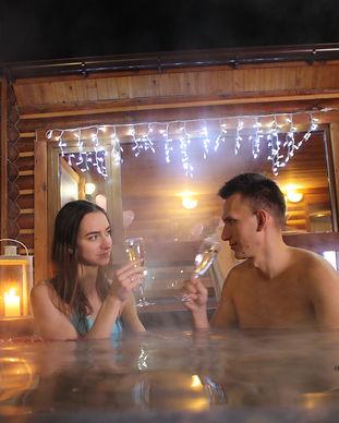 Романтический ужин в горячем чане под открытым небом