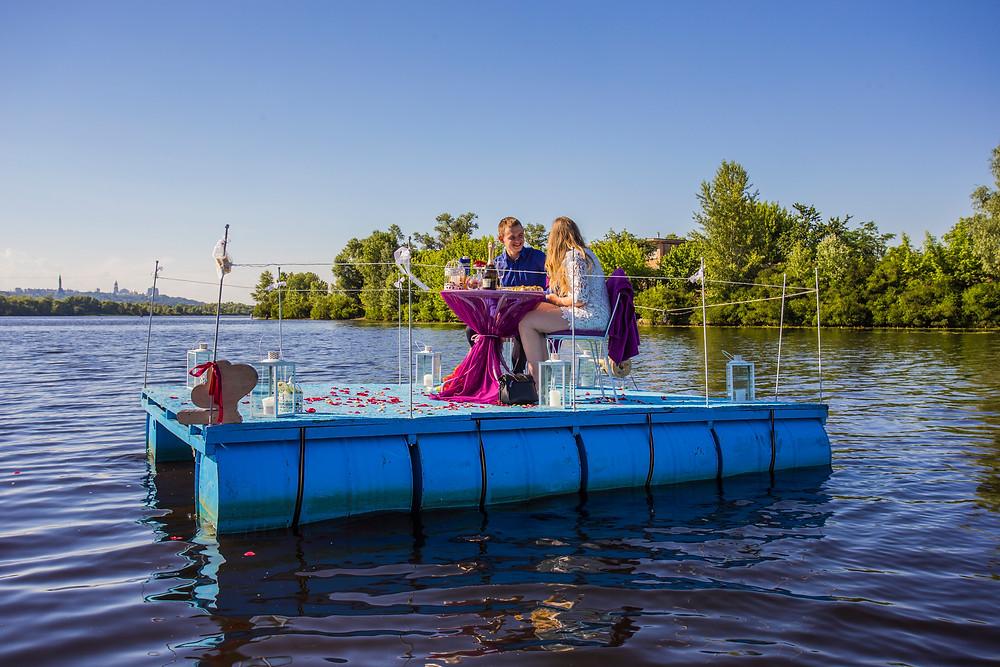 Романтический ужин в необычном месте на плоту посреди залива, Киев, Сервис романтики Альтечо