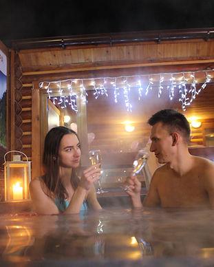 Романтический ужин в горячем чане под открытым небом в Киеве