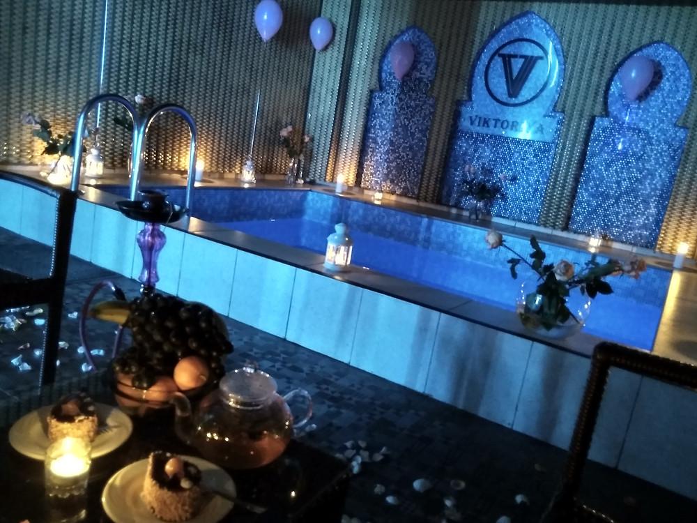 Романтическое свидание в бассейне