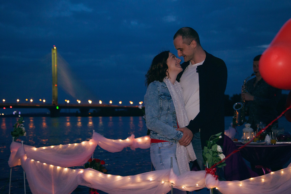 Романтический ужин на плоту посреди залива, сервис романтики  Альтечо в Киеве