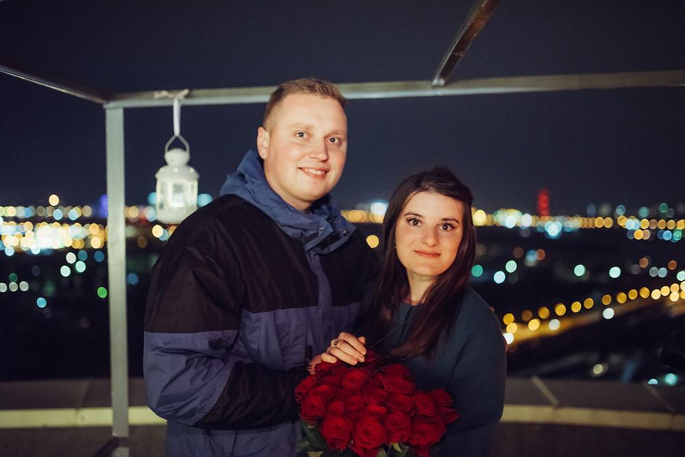 Ужин в романтической беседке на крыше