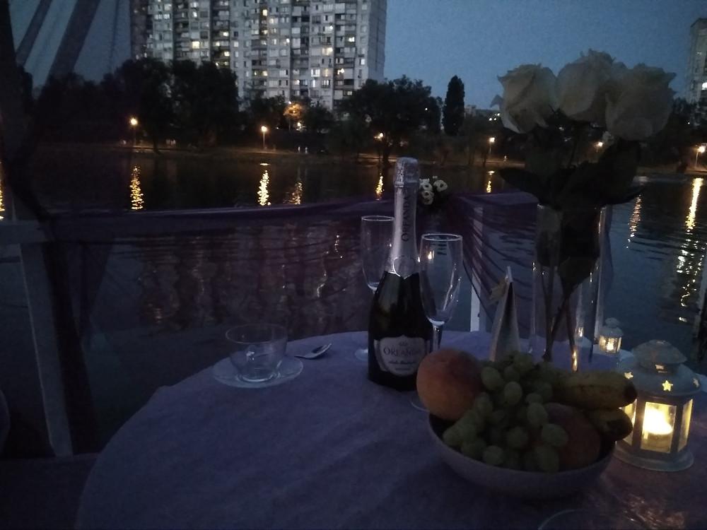 Альтечо, Романтический ужин на плоту посреди озера 15